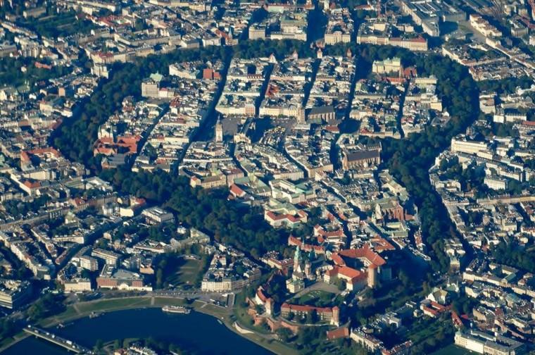 Widok na krakowski Rynek od strony południowego podejścia - fot. Kuba Jakub